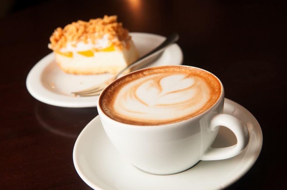 Káva s dezertem - jídlo v okolí Modřanky