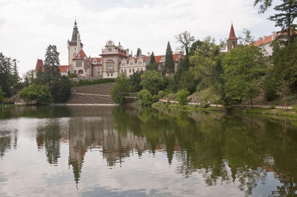 Průhonický park s výhledem na jezero